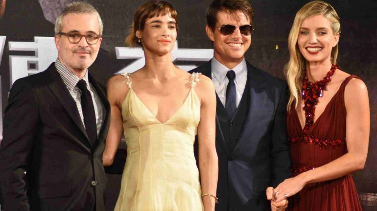 "TAIPEI, May 26, 2017 (Xinhua) -- Director Alex Kurtzman, actress Sofia Boutella, actor Tom Cruise and actress Annabelle Wallis (L to R) attend a premiere ceremony of the film ""The Mummy"" in Taipei, southeast China's Taiwan, May 25, 2017. (Xinhua/IANS)"